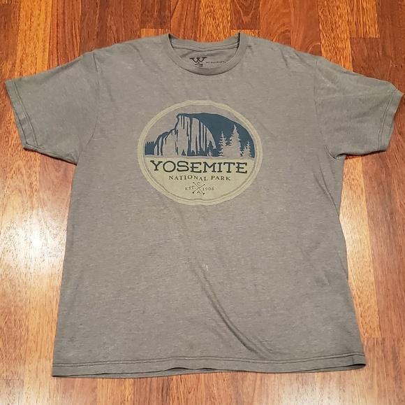 4c5c738a0 Yosemite National Park T-shirt Size Large